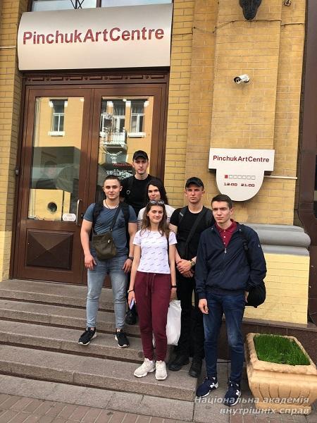 Відвідування курсантами ННІ № 1 центру сучасного мистецтва «ПінчукАртЦентр»